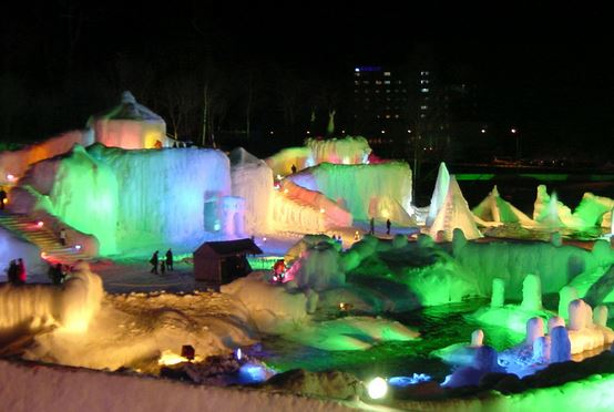 層雲峡の「氷瀑(ひょうばく)祭り」