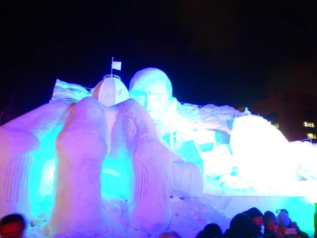 進撃の巨人の大雪像
