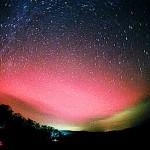 北海道にて低緯度オーロラ!?太陽フレアの影響とは