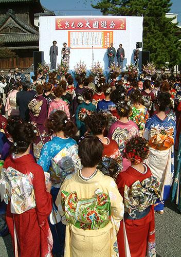秋の滋賀県は町が映える「長浜きもの大園遊会」/長浜市