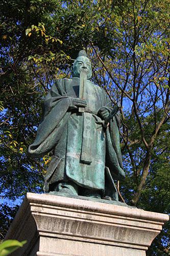 滋賀県の偉人 幕末の開国派「井伊直弼大老像」