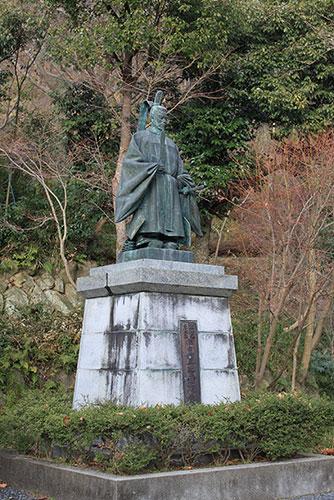 滋賀県の偉人 近江八幡の基礎を造った「豊臣秀次像」