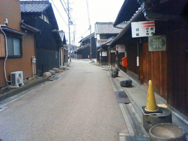 岩倉街道が続く中小田井地区