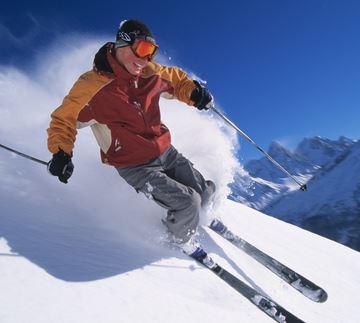 学校の冬の授業は、スキーかスケートに分かれる