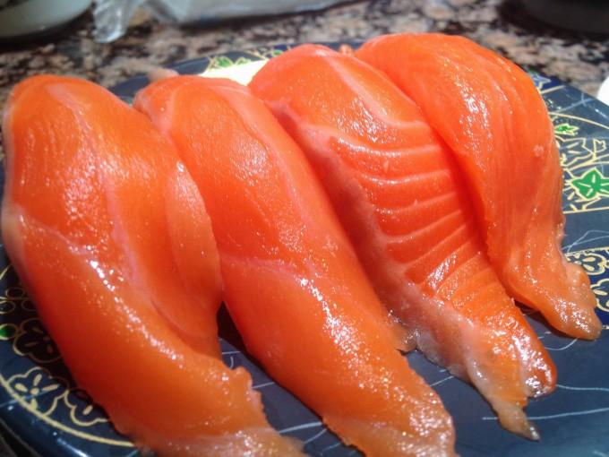 花まる回転寿司 サーモン