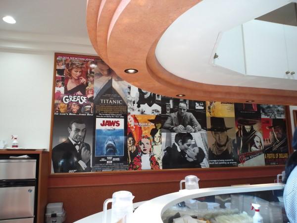 インデアンカレーの店舗は特徴的な内観