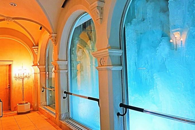 回廊 雪の美術館