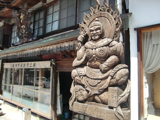 井波はなぜ木彫りの町に?