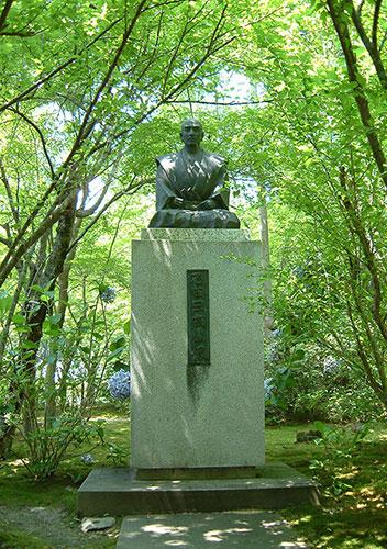 滋賀県の偉人 豊臣家に尽くした「石田三成公像」