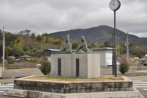 滋賀県の偉人 浅井三姉妹の父母「浅井長政とお市の方の像」