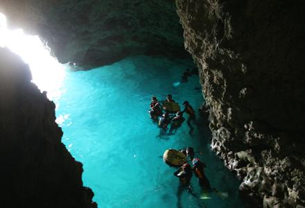 青の洞窟(恩納村)