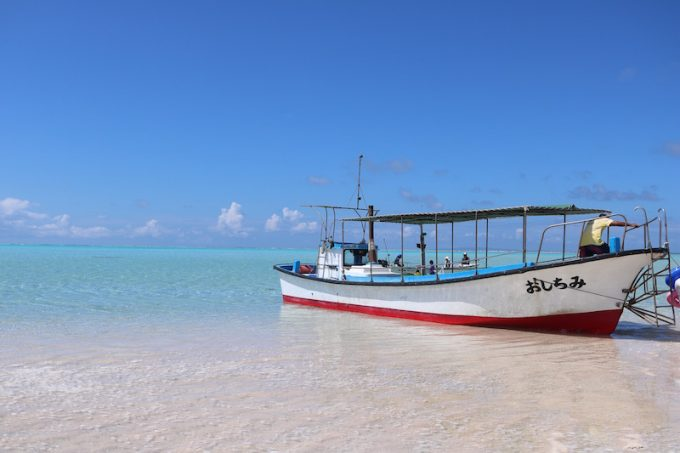 与論島グラスボート
