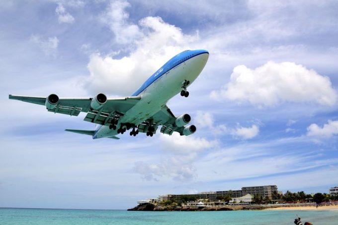 加計呂麻島飛行機