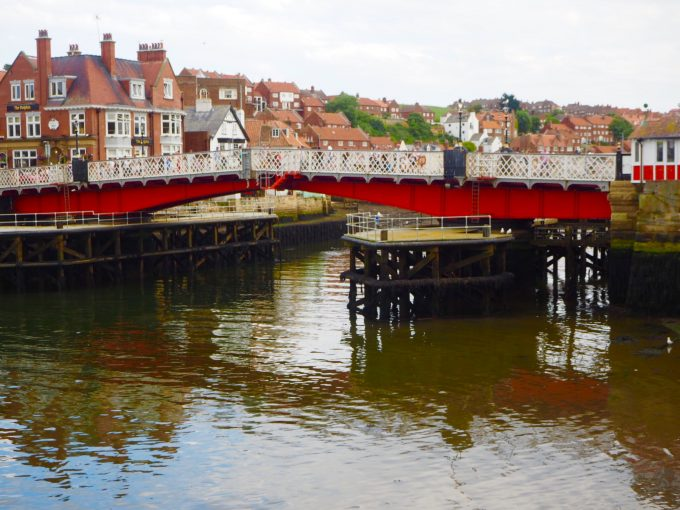 Whitbyのにある開閉式の橋