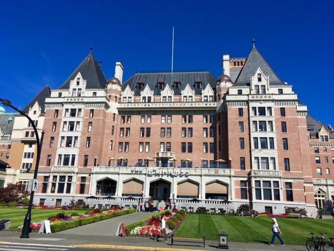 ビクトリア 観光スポット フェアモントホテル