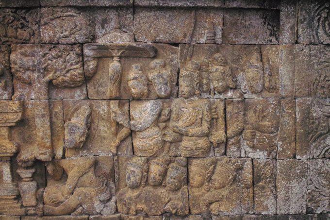 総延長5キロメートルに及ぶレリーフと古代文字