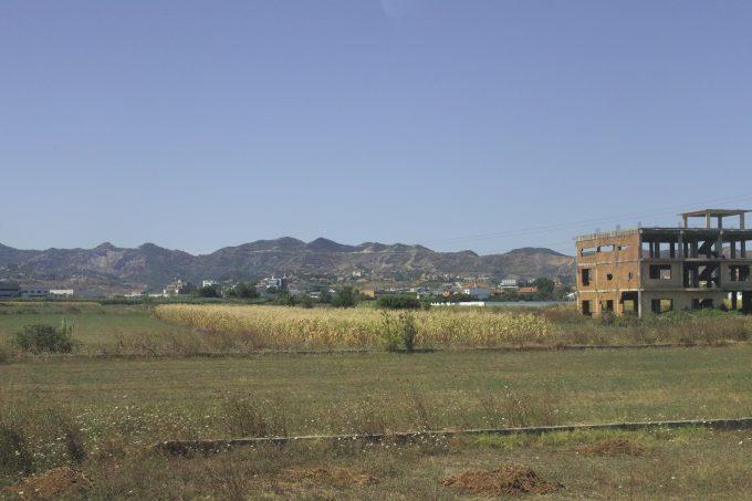 ティラナ郊外