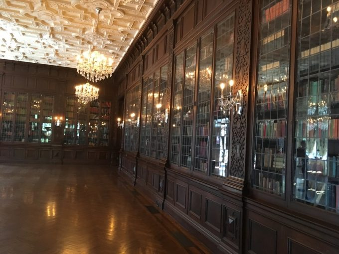 Casa Loma 図書棚