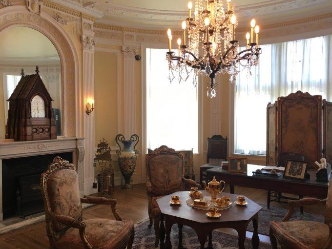 Casa Loma room1