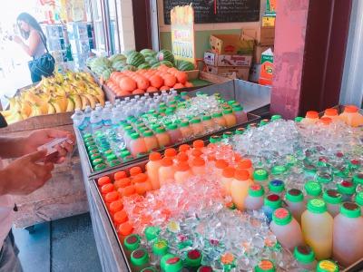 ファーマーズマーケットのオレンジジュース
