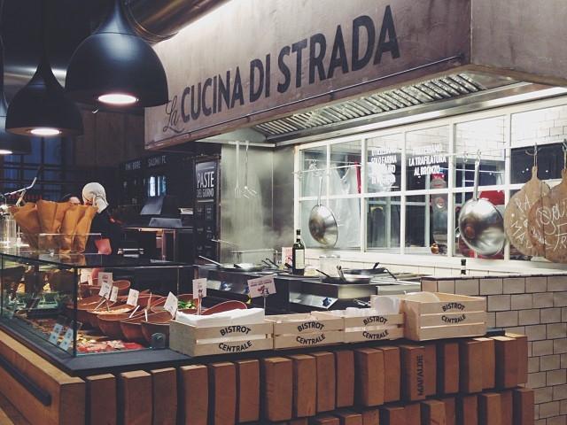 ビストロ・チェントラーレの店内