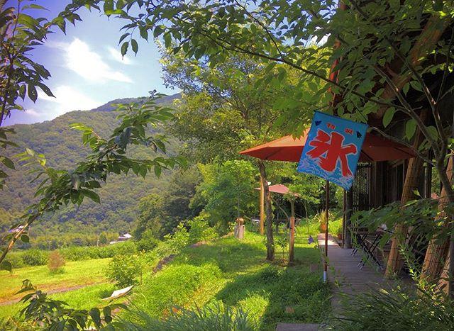こんな緑多い山奥にひっそりたたずむ『Lovingcafe』