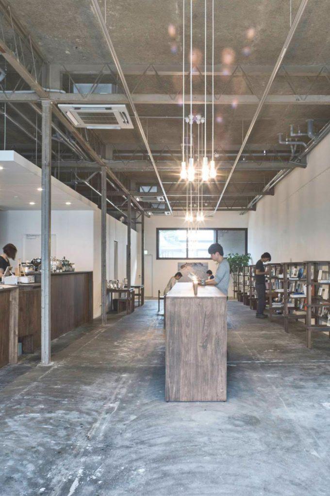 金庫をリノベしたヘルシーなカフェが魅力「Kinco.hostel+Cafe」