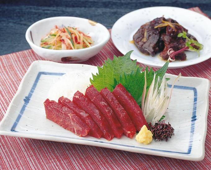 宮城県 人気ご当地グルメ 石巻市で食べるクジラ料理