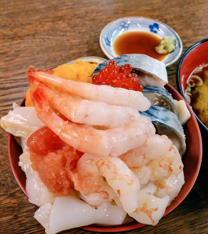 青森海鮮丼 八戸市営魚菜小売市場 海鮮丼