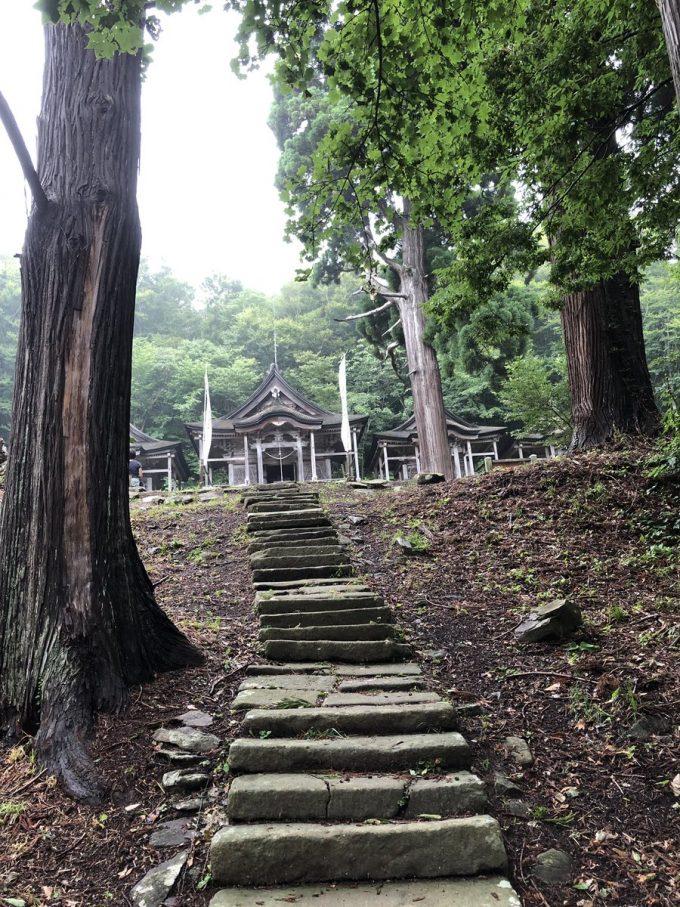 秋田 パワースポット赤神神社五社堂 階段