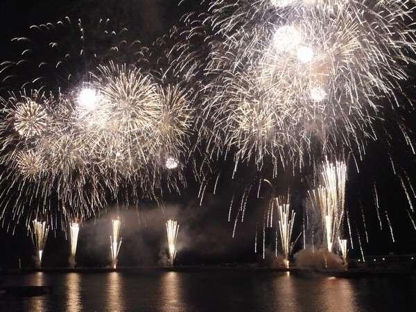 伊豆山温泉さざえ祭り&納涼海上花火大会